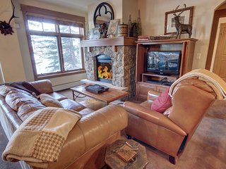 Updated Ski-in Ski-out Lone Eagle 3000, King Bed, Slope Views, Walk to Village b