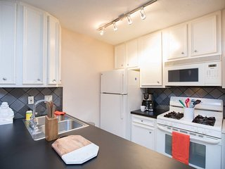 Cozy, Quiet 1 Bed / 1 Bath - Close to Everything!