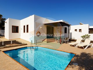3 bedroom villa, Private pool, 10 minutes walk to the centre of Playa Blanca
