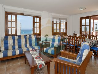 Large apartment with Sea Views, 4 bedrooms right in the center of playa blanca.
