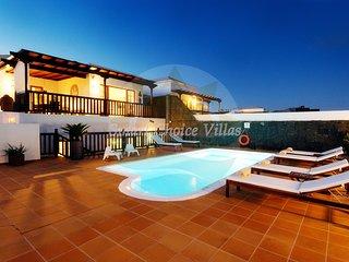 Beautifiul Villa, Private Heated 8m Pool, Whirlpool tub, SeaViews, WiFi