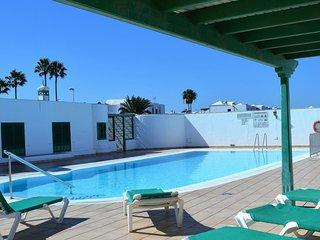 1 bedroom apartment on complex with a communal pool near Avenida de la playas