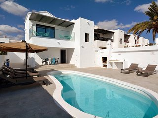 Luxury 3 bedroom villa with 7 meter heated pool and sea views