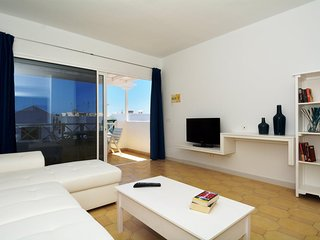 Modern 2 bedroom apartment close to the beach