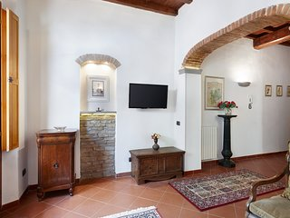Mathilde - Beautiful apartment with large garden in central Florence