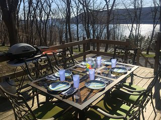 The Kingfisher Chalet Vacation Rental: Amazing sunsets overlooking Keuka Lake