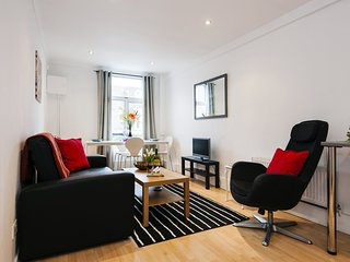 Apartment in London with Internet, Washing machine (925657)