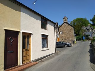 Riverside cottage in the heart of the Llanrhaeadr YM Mochnant village