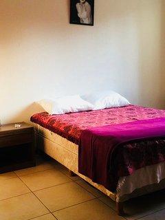 Habitación 1 con cómodo sommier para dos personas