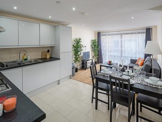 Modern 1 bed sleeps 4, 5mins from Westferry