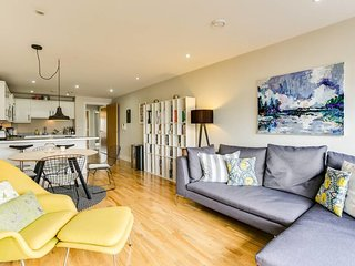 Stylish 2 bed/ 2 bath flat in Denmark Hill