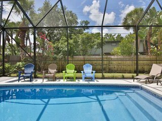 Fido Friendly, Saltwater Pool, Only 1 mile to SK Beach, Close to the Village, Sh