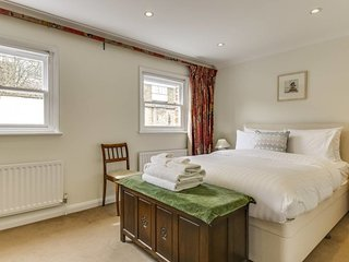 Charming 3bed mews house w/garage 7 mins to Oval