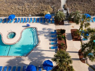 Condo near Beach w/ WiFi, Whirlpools, Resort Pool, Sport Courts, Grills & Hiking