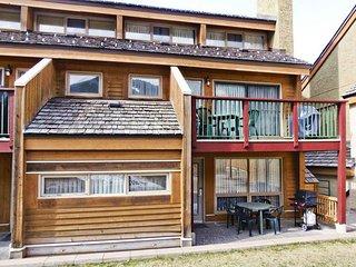 Luxury Condo near Skiing w/ WiFi, Resort Golf, Pool, Hot Tub, Spa & Ski Rentals