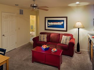Luxury Family Suite w/ WiFi, Balcony, Resort Spa, Golf, Pools & Boat Rentals