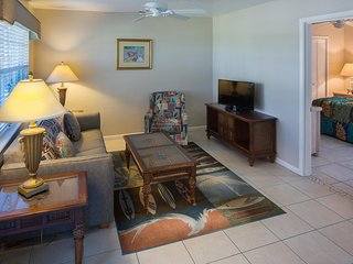 Suite near Golf & Beach w/ WiFi, Balcony, Resort Pools, Gym, Grills & Playground