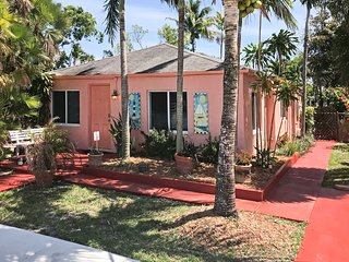 Bright Hollywood Home w/ Yard - 1 Mile to Beach!