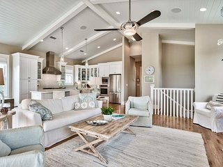Beautiful home with lots of porch space and community pool - Day Is Done