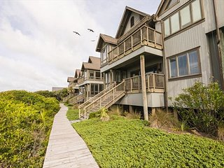 New to Rental Market!  OCEANFRONT in popular Mariners Watch