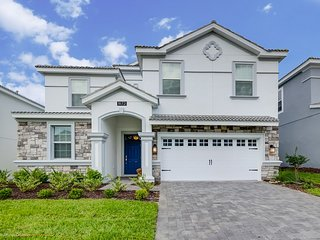 Luxury 9BR 5bth Champions Gate home w/pool, spa & pool table