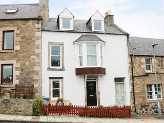 CASTLEVIEW COTTAGE, great views, WiFi, pub 5 mins walk. Ref:961555