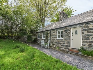 3 BRYN YSGOL, in Snowdonia National Park, pet-friendly, WiFi, Ref 974372