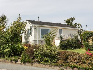 SEA VIEW, single-storey, woodburner, pet-friendly, sea views, in Benllech, Ref 9