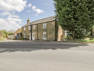 1 FAWDON HOUSE FARM COTTAGES, countryside views, modern interior, Morpeth 2 mile