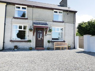 4 TAN Y COED TERRACE, woodburner, patio area with furniture, snug, near Llanrug