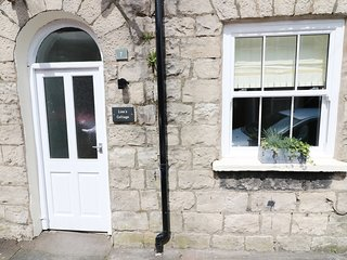 LISA'S COTTAGE, centre of Kendal, WiFi, Smart TV