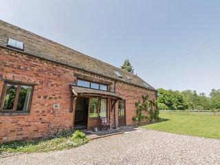 GLEBE BARN, barn conversion, exposed brick and beams, en-suite, Ref 975607