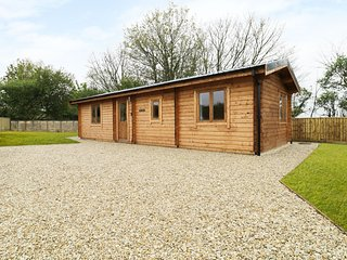 THE SHIPPEN, open-plan, perfect for couples or friends, near Crewkerne