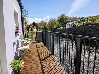 CORMORANT COTTAGE, balcony over Afon Aeron, centre of Aberaeron, ground floor