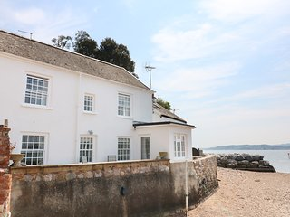 SEARLES, stunning seaside views, dog friendly, heart of Lympstone. Ref 980889