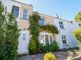 FISHERMAN'S COTTAGE, woodburner, pet-friendly, quiet location, in Bideford