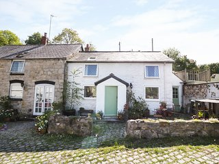 BWYTHYN Y FELIN, traditional features, rural location, pet-friendly, Ref 932999
