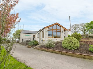 LAIRD HOUSE, WiFi, open plan living, countryside views. Ref: 981353