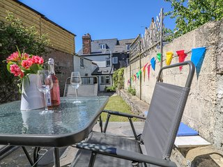MEDLAND, woodburner, breakfast bar, four bedrooms, in Chudleigh
