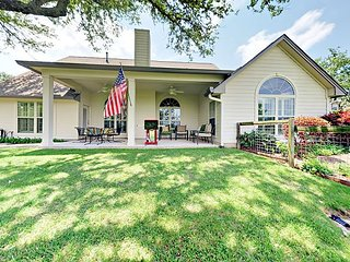 Dripping Springs 4BR w/ Park-like Backyard & Gourmet Kitchen