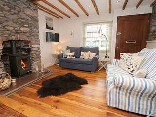 QUAYSIDE, contemporary cottage, minutes of the banks of the Tamar River, river v