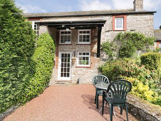 HIGHER BARN, exposed beams, large garden, near Appleby-in-Westmorland