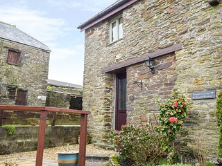 ROWAN RETREAT, open plan, exposed beams, stonework, perfect for couples, in Lanr