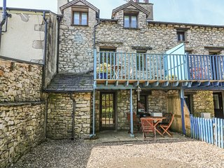 SUMMER COTTAGE end-terrace, family friendly, open fire in Allithwaite Ref 14284