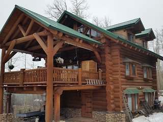 Custom Built Log Home - Classic Colorado Cabin Feel - Deck - Gas Fire Pit