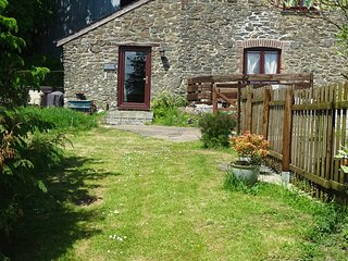 Dartmoor, Barley Meadow Cottage, Dog Friendly with Hot Tub