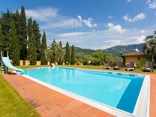 Villa Steffy the perfect house for families, with pool, fenced garden and toys!