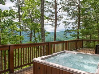 NEW LISTING! Charming family cabin w/hot tub, shared pool, & secluded location