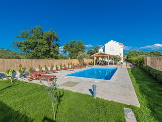 Villa Green Oasis with large pool