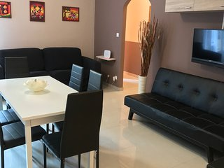 NEW BROWN APARTMENT A 10 MIN A PIEDI DAL CENTRO E DAL MARE